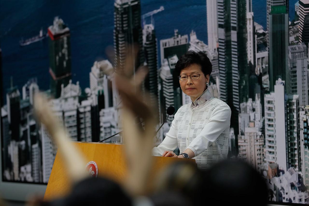 2019年6月15日,香港特首林郑月娥在民意压力下,宣布暂缓修订《逃犯条例》。 (美联社)