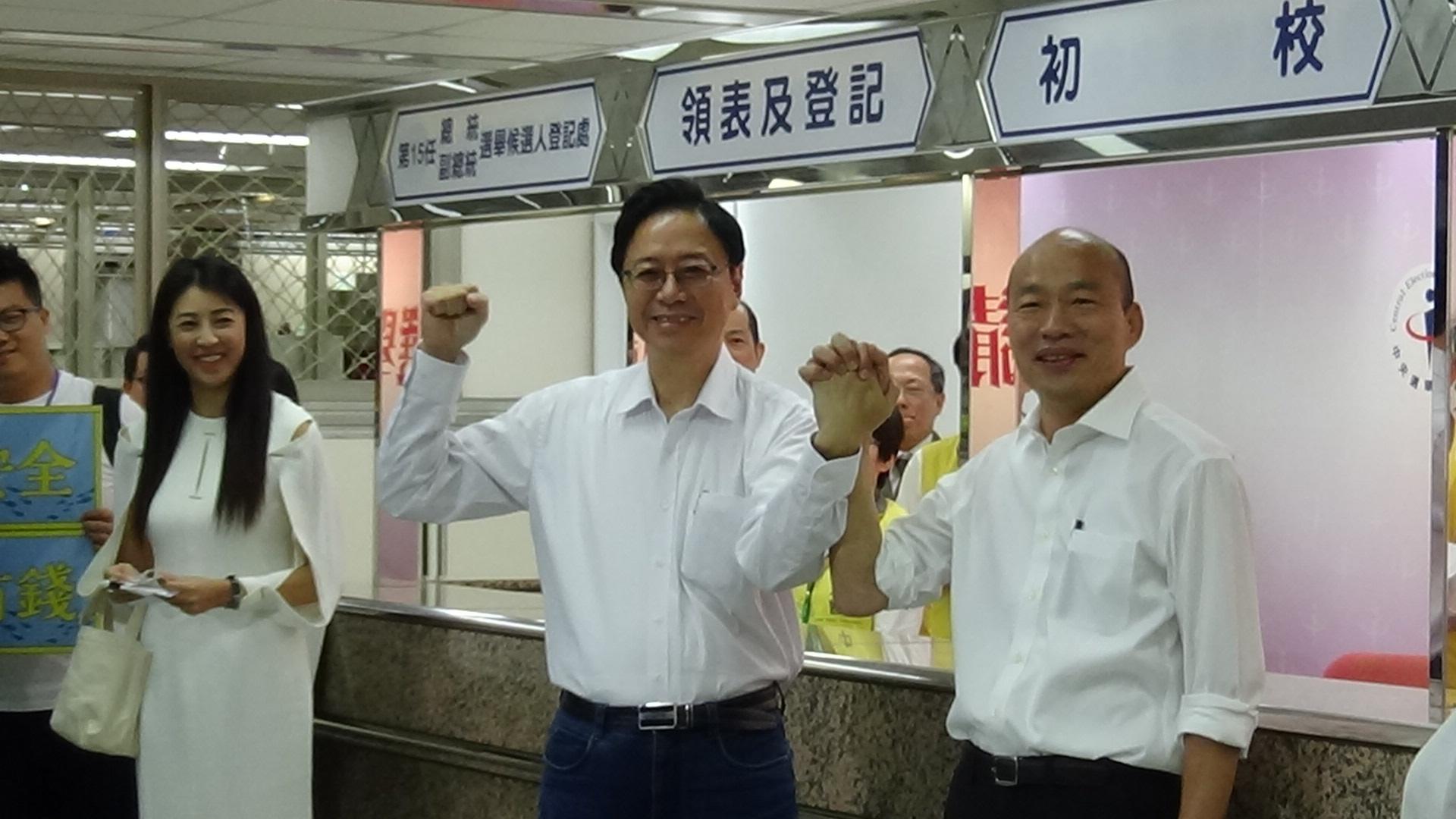 国民党正副总统候选人韩国瑜、张善政18日完成登记。(记者夏小华摄)