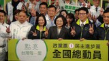 台灣的民進黨總統候選人蔡英文8日下達全國總動員令,將展開選前黃金週全國大掃街行程.JPG