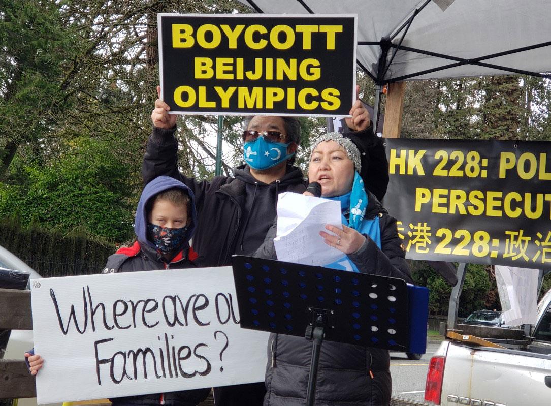 加拿大维吾尔社区抗议中国当局残害维吾尔族。(柳飞拍摄)