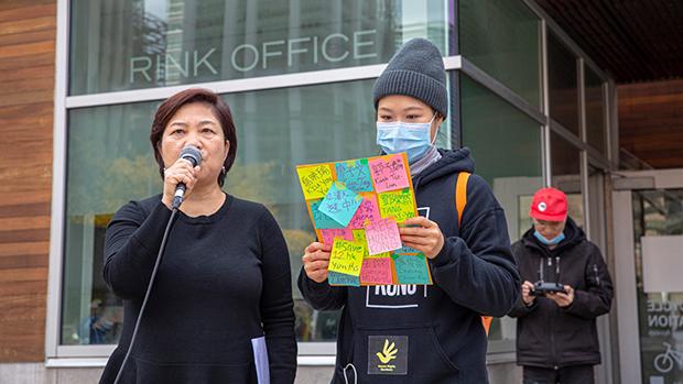 冯玉兰(左)称到海外的香港民主人士将凝聚更多进步的国际力量   (港加联脸书)