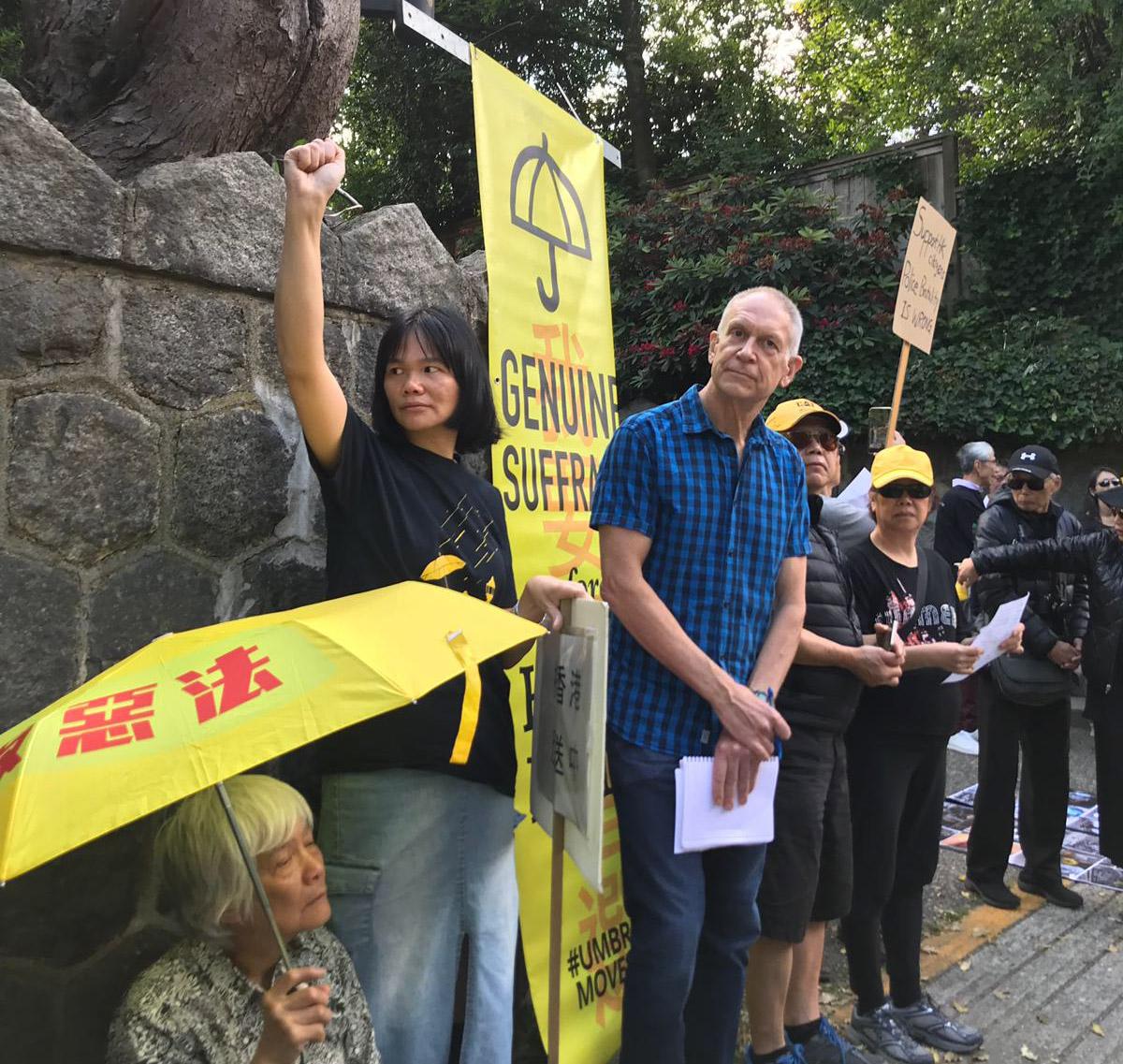 """温哥华发起 """"反送中丶撤恶法"""" 集会抗议,逾1,600人参加。(记者柳飞)"""