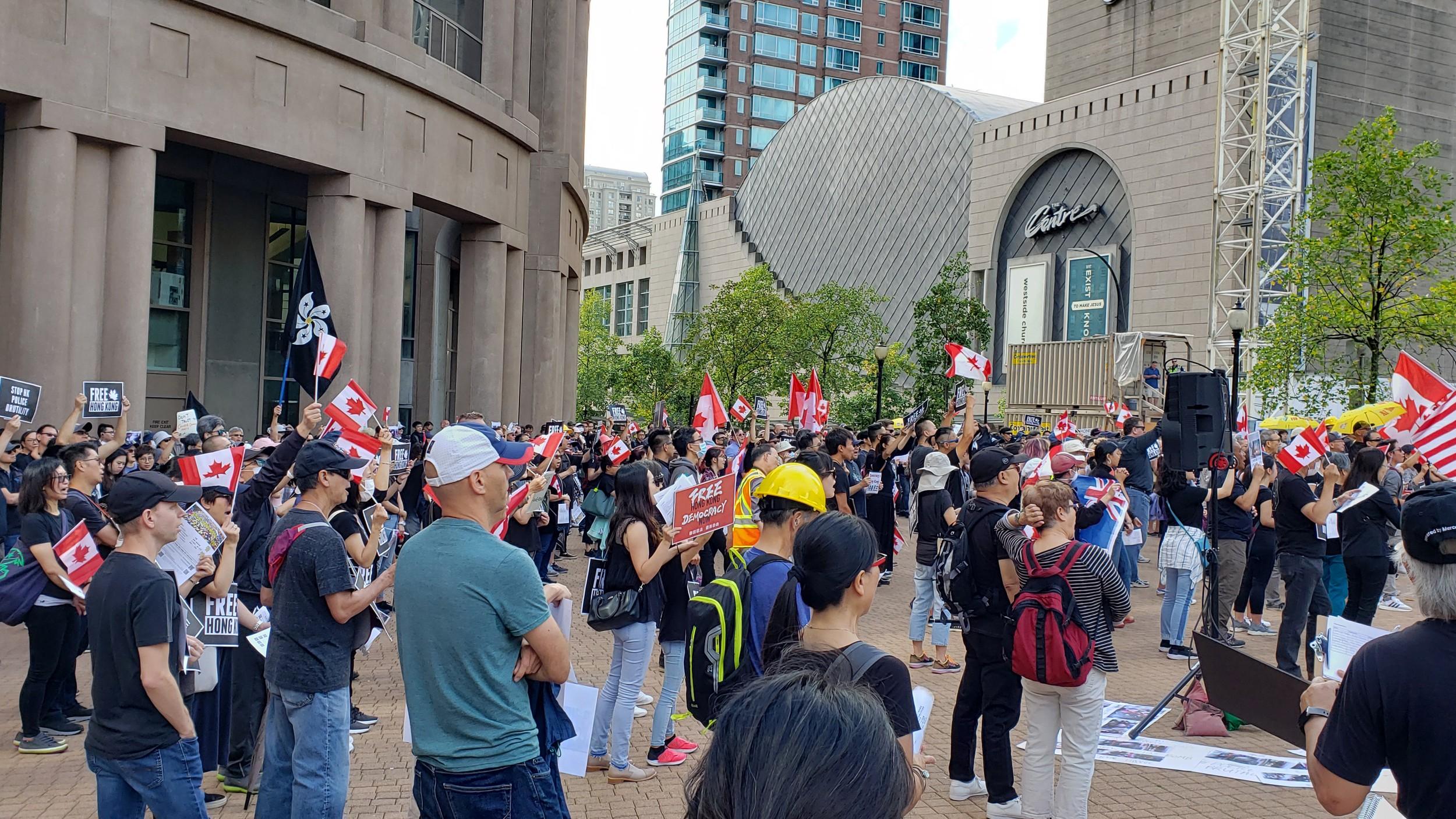 温哥华拯救香港集会活动现场。(柳飞拍摄)