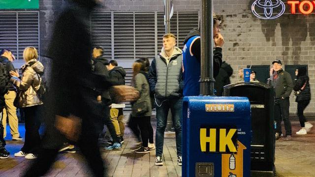 温哥华罗渣士体育馆场外挺香港人士的集会活动(受访者提供)