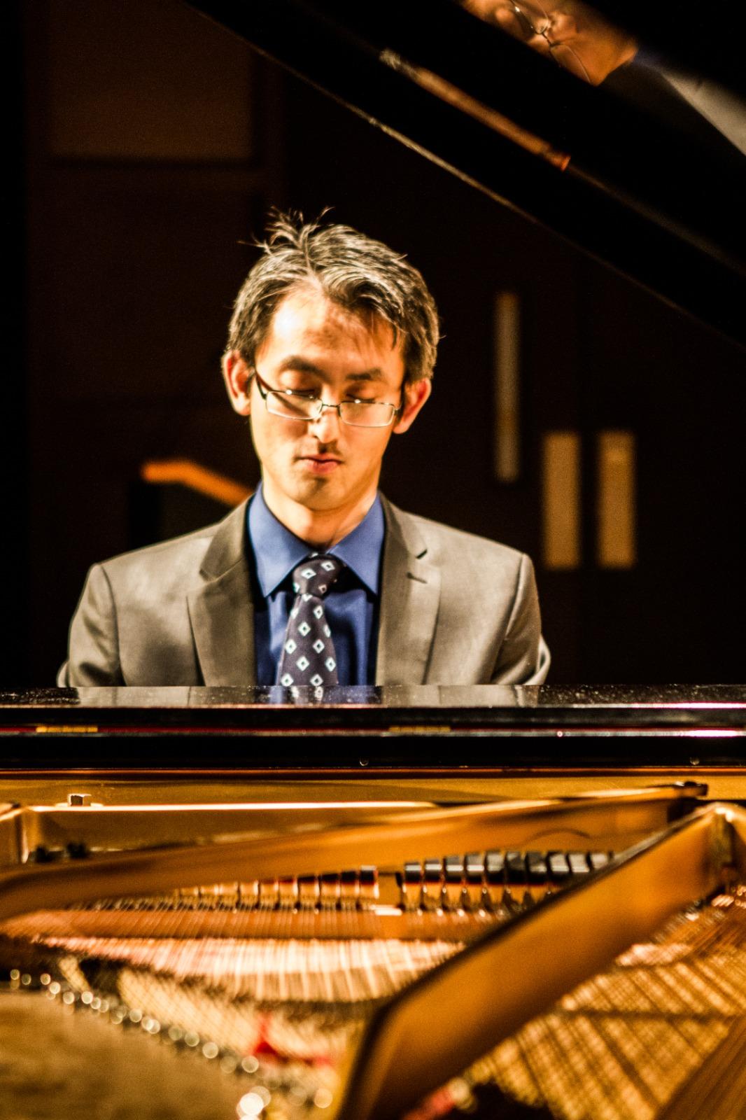 """蔡维纪创作了钢琴曲目 - """"香港狂想曲""""。  (受访者提供/拍摄Ken Yan)(photo:RFA)"""