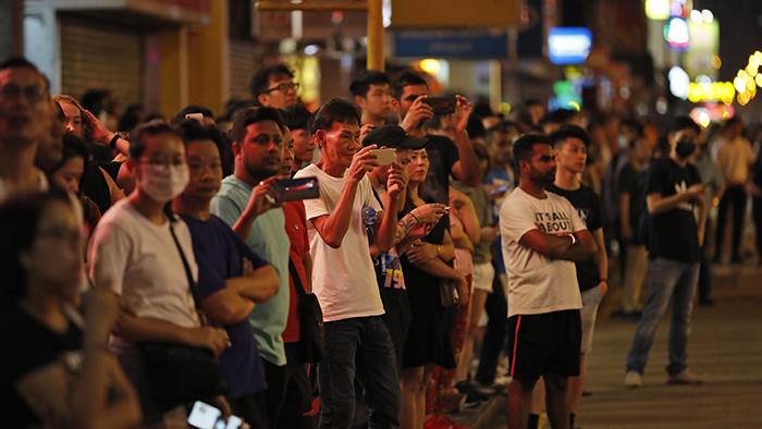 2019年10月4日,香港特首林郑月娥宣布将实施《禁蒙面法》后示威者上街游行抗议。(美联社)