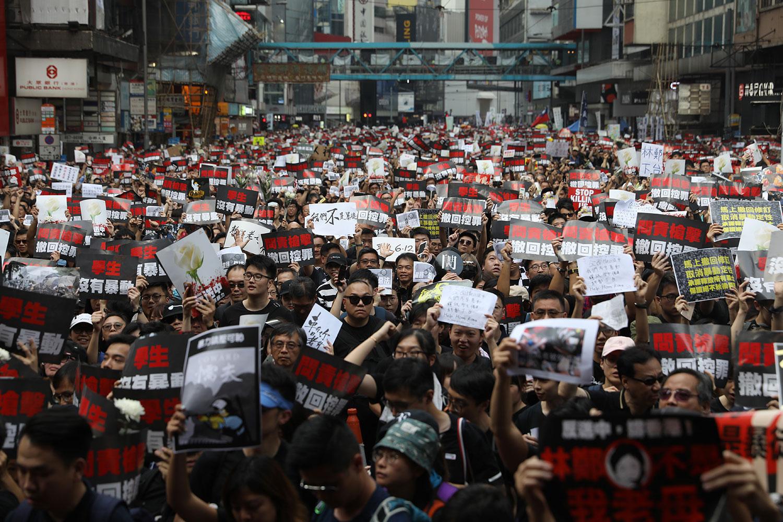 """2019年6月16日,香港两百万人参加""""6.16反送中""""大游行,敦促港府撤回恶法。(法新社)"""