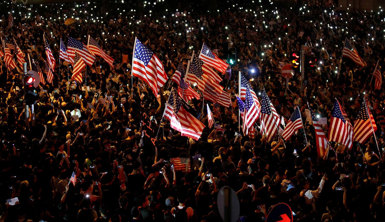 2019年10月14日晚,美国国会即将审议《香港人权民主法案》,二十万人集会在香港中环遮打花园举行造势大会。(路透社)