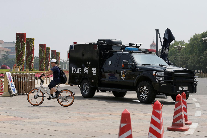 2019年6月4日,一辆警车部署在北京的天安门广场。(路透社)