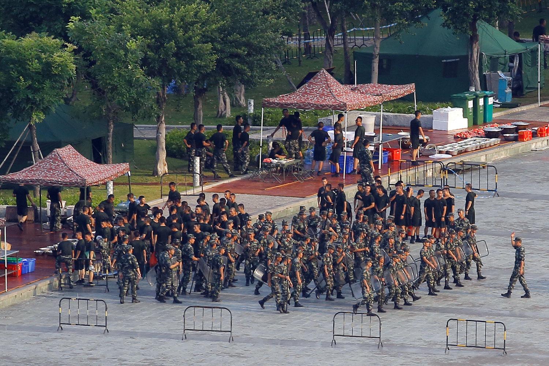2019年8月15日,深圳湾体育中心中国武警部队进行训练。(路透社)
