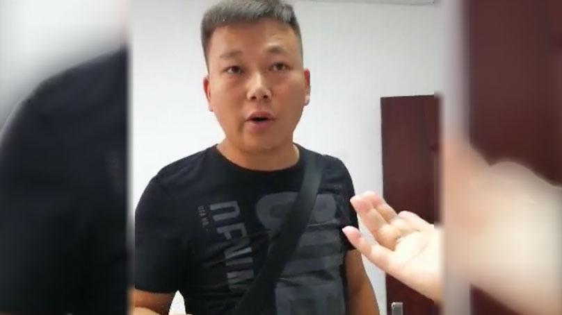 黄椿要求贵阳国保副大队长何x帆(男)出示拘留证被拒。(当事人提供/记者乔龙)