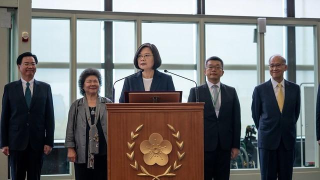台湾的总统蔡英文2019年7月11日启程访问加勒比海四国前在桃园机场发表谈话 (总统府提供)