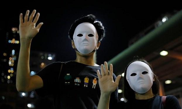 """2019年11月18日,香港高等法院认为港府以""""危害公安""""为由使用紧急法规的行为违反《基本法》,裁定《禁蒙面法》违宪。(资料图/美联社)"""