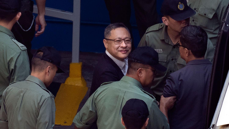 2019年4月24日,戴耀廷在囚车押送下,离开西九龙裁判法院。(美联社)