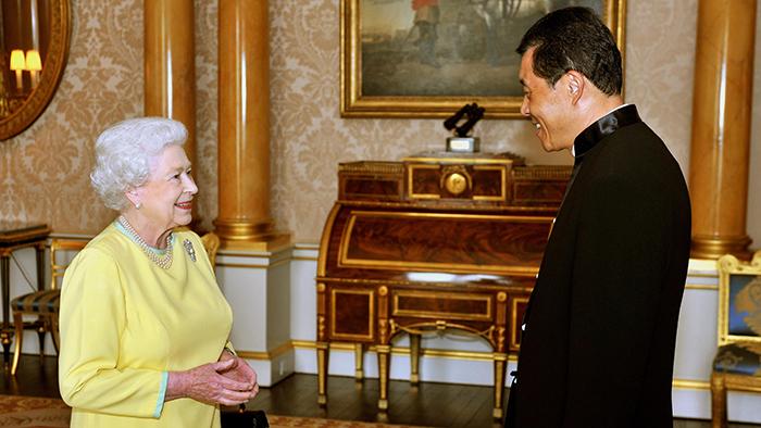 中国驻英国大使刘晓明(右)(美联社)