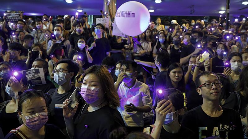2019年8月28日在香港街头抗议的民众(美联社)