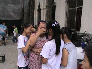 图片:安徽临泉姜寨镇的学生参加基督教举办的文化补习班,被校长吓哭。(教会提供)