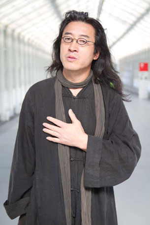 图片:流亡诗人贝岭2011年10月在法兰克福书展。(天溢提供)