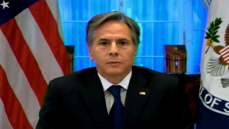 美国国务卿布林肯(Antony Blinken)13日为美国撤出阿富汗相关议题,以视讯方式出席联邦众议院外交委员会听证会。(路透社视频截图)