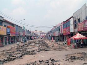 图片:商户用贷款建的茂源街被毁。(商户及志愿者提供)