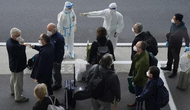 世卫专家组2021年1月14日抵达武汉,将在随后的一个月内进行对新冠病毒起源的调查。(美联社)