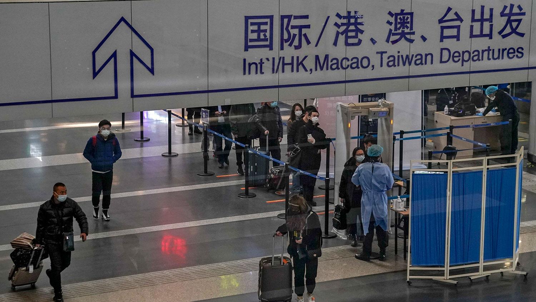 2021 年 2 月 3 日,北京首都国际机场出发大厅。(美联社)