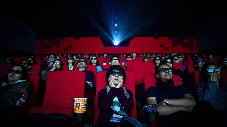 民众认为比起餐馆,电影院更有可能导致疫情扩散。(资料图/法新社)