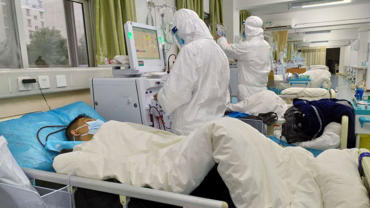 Medical staff of Wuhan Central Hospital treat patients with virus infection, Jan. 25, 2020. (Reuters)
