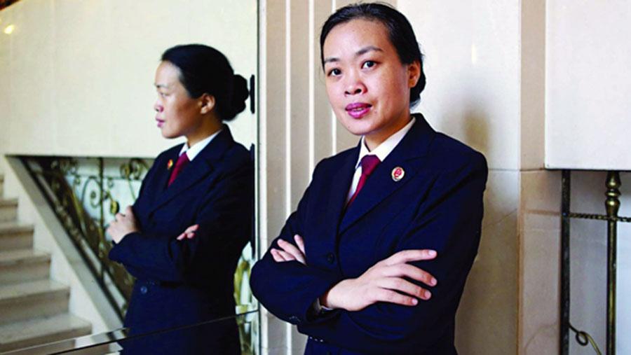 前检察官女律师杨斌。(推特图片)