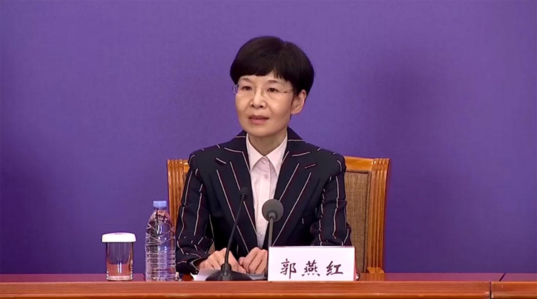 中国国家卫健委医政医管局监察专员郭燕红在记者会上。(视频截图/CCTV/路透社)