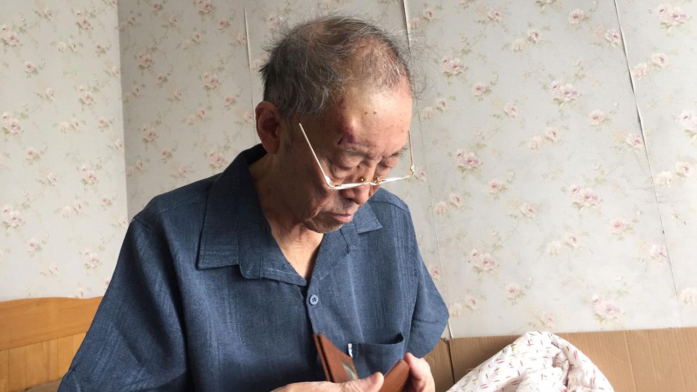 今年年初,张海的父亲(图)在武汉动手术期间,感染新冠肺炎,其后病逝。(张海独家提供,拍摄日期不详)