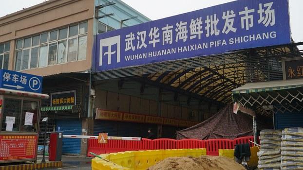 图为武汉华南海鲜市场。据信新型冠状病毒出自该市场销售的野生动物。(美联社)