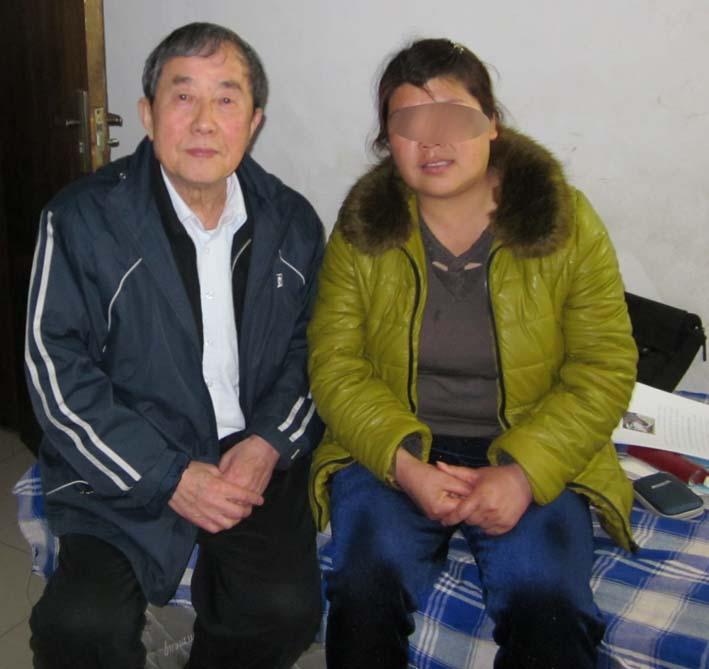 陈秉中(左)会见正在服刑的陈书霞。(博讯)