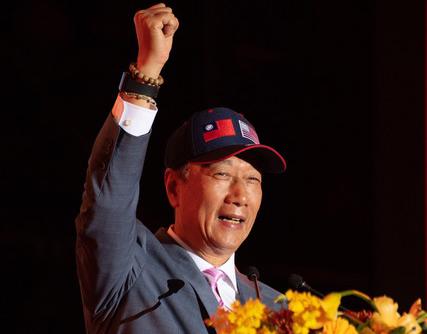 鸿海集团创办人郭台铭在尾牙大谈武汉肺炎疫情。(鸿海集团提供)
