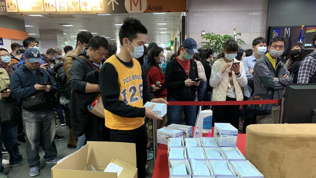 鸿海准备3.5万个口罩提供给员工及眷属。(记者 黄春梅摄)