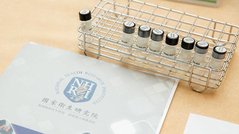 蔡英文今年2月20日视察国家卫生研究院,关心疫苗研发情况。(总统府提供)