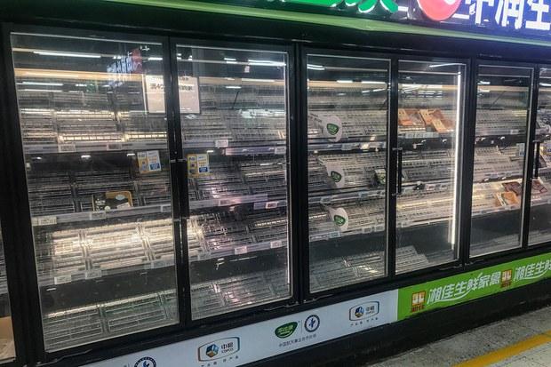 武汉逾一千万人核酸检测    小区封锁超市再现抢购潮