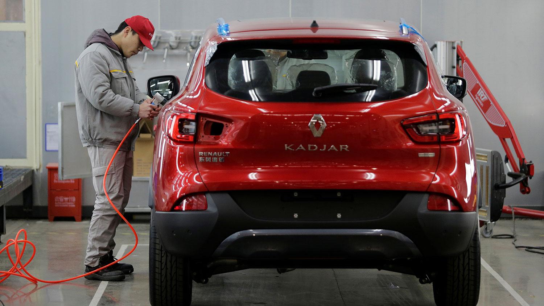 3月份,中国汽车销量为143万辆,同比下滑了43.3%,第一季度累计销量同比下滑了42.4%。(路透社资料图片)