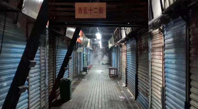 武汉华南海鲜市场内冷冷清清。(网民提供/记者乔龙)