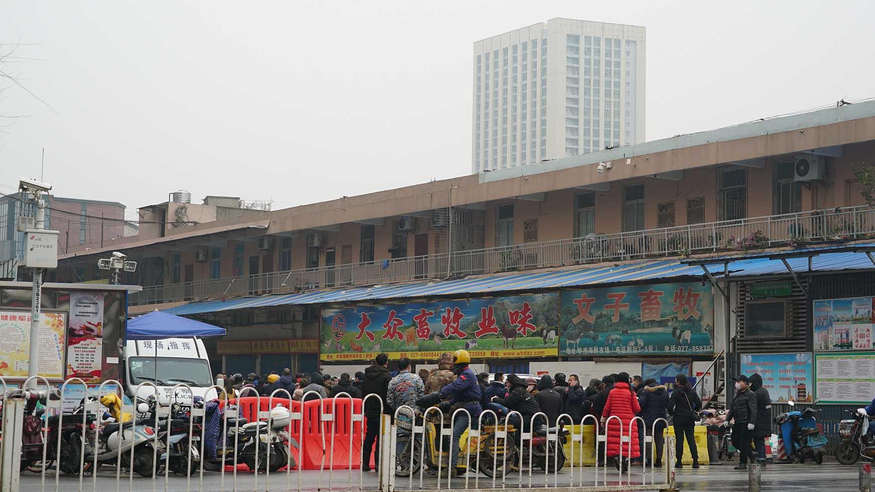 多个民众感染武汉肺炎的一个武汉农贸市场。(美联社)