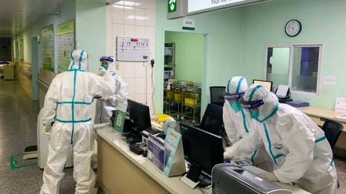 中国新型冠状病毒肺炎自爆发以来,疫情持续扩散,感染及死亡人数也在不断攀升。(法新社)