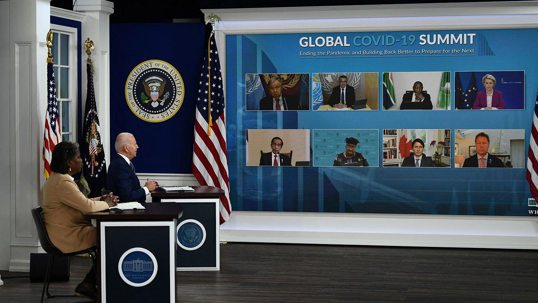 2021年9月22日,美國總統拜登在聯合國大會期間,親自主持全球抗疫在線峯會(Virtual COVID-19 Summit),邀請全球約180國及重要國際組織與國際非政府組織代表參加。(法新社)