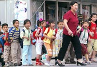 CHINA-TRAFFIC-PUPILS200a.jpg