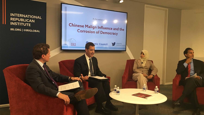 9月25日,国际共和研究所(International Republican Institute)举办了关于一份研究报告《中国的恶性影响和对民主的侵蚀》的研讨会,该报告的主要负责人大卫·舒尔曼(David Shulman)和其他研究员在进行小组讨论。(薛小山摄影)