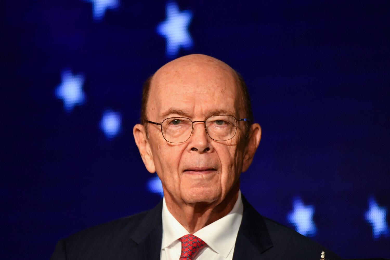 """2019年8月19日,美国商务部长罗斯表示,美国商务部将允许华为购买美国产品的""""临时许可""""延期90天。(法新社)"""