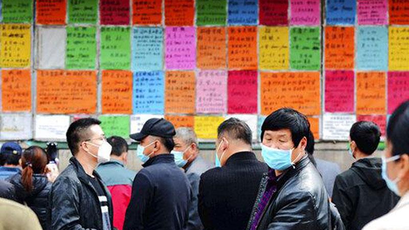 三月份,全国城镇调查失业率是5.9%,比起2月回落0.3个百分点。(美联社图片)
