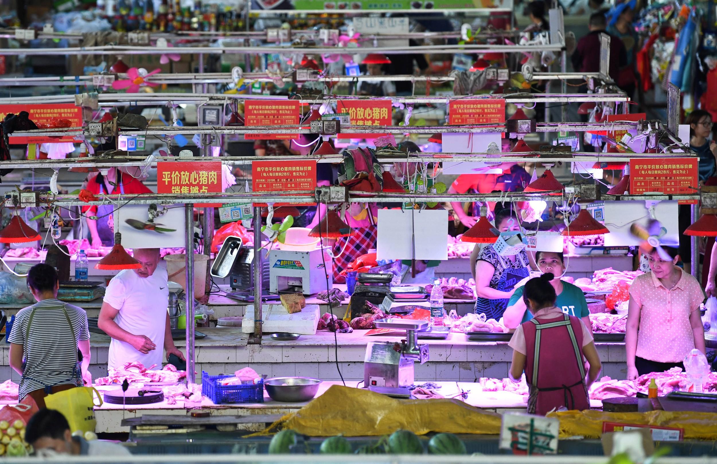 """稳定猪价被中国官方视为""""政治任务""""。(资料图/路透社)"""