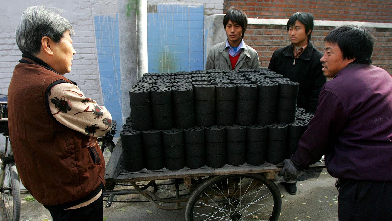 华北进入冬季对煤炭需求有增无减(美联社资料图片)