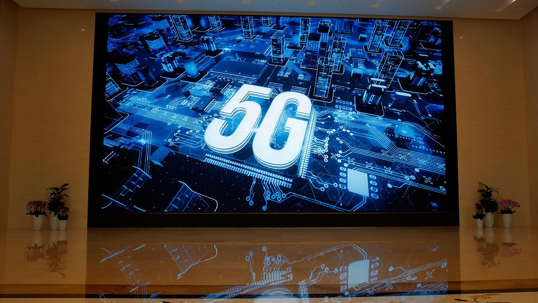 2019年3月6日,深圳市华为展厅外的屏幕上显示5G标识。(美联社)