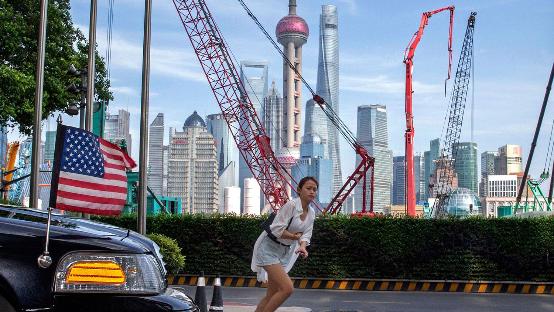 中国经济学者高善文认为,美中贸易战对中国的经济有很大影响,今年的GDP增速也因而下调。(资料图/美联社)